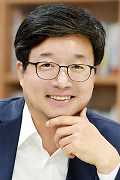 Suwon Mayor Tae-Young Yeom